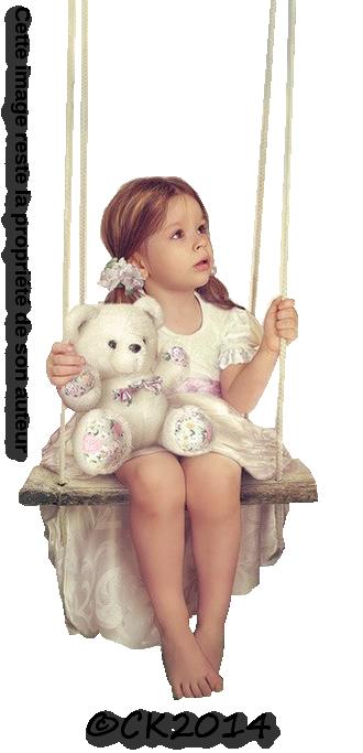 petite fille sur balanoire